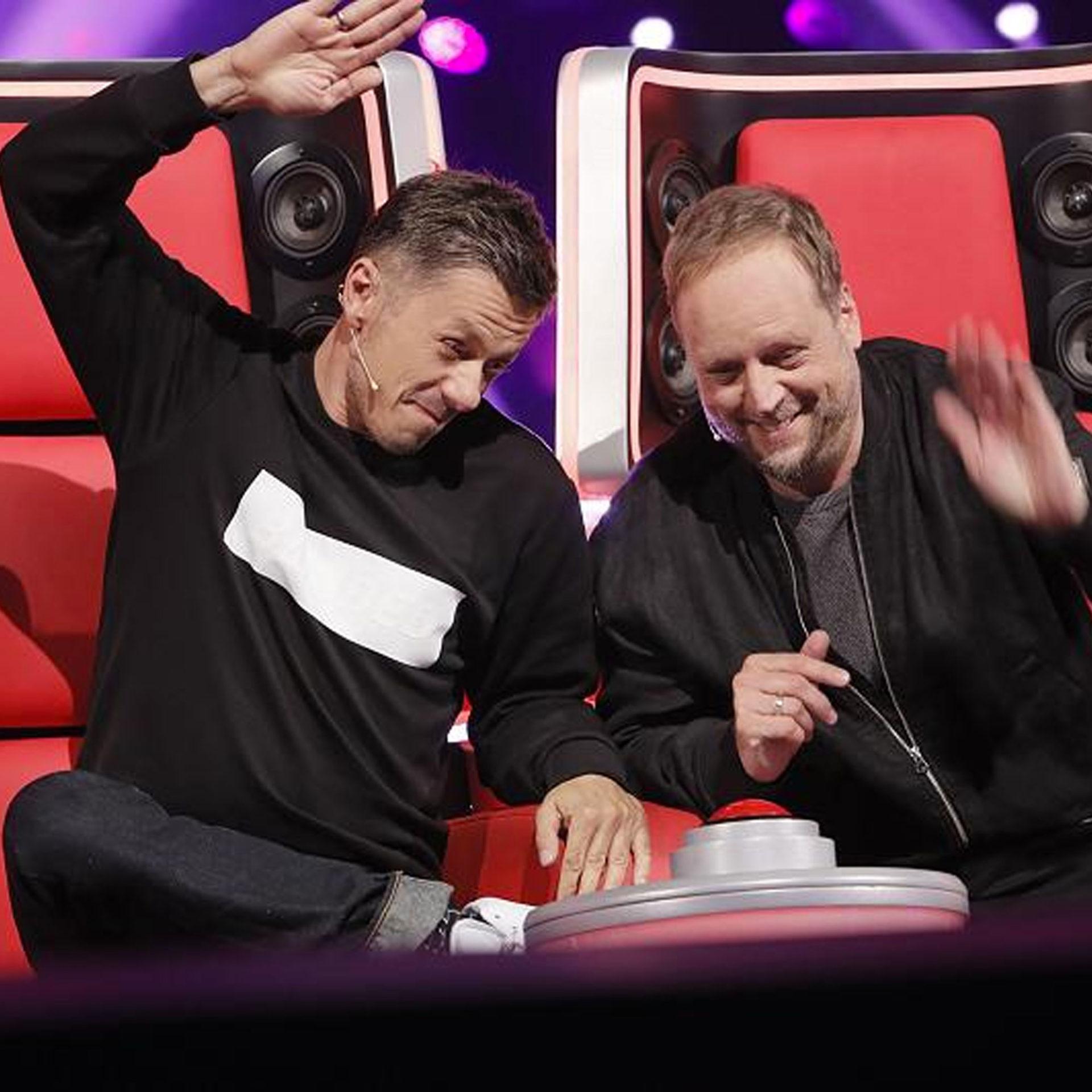 Michi Beck mit Beck-To-Beck Sweatshirt und Smudo bei The Voice of Germany