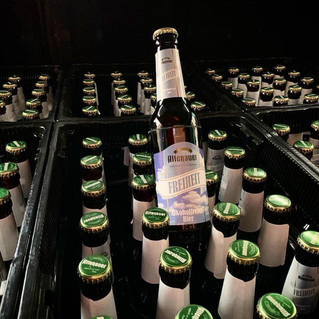 Bierkisten mit alkoholfreiem Bier von Kloster Woeltingerode Brennen und Brauen